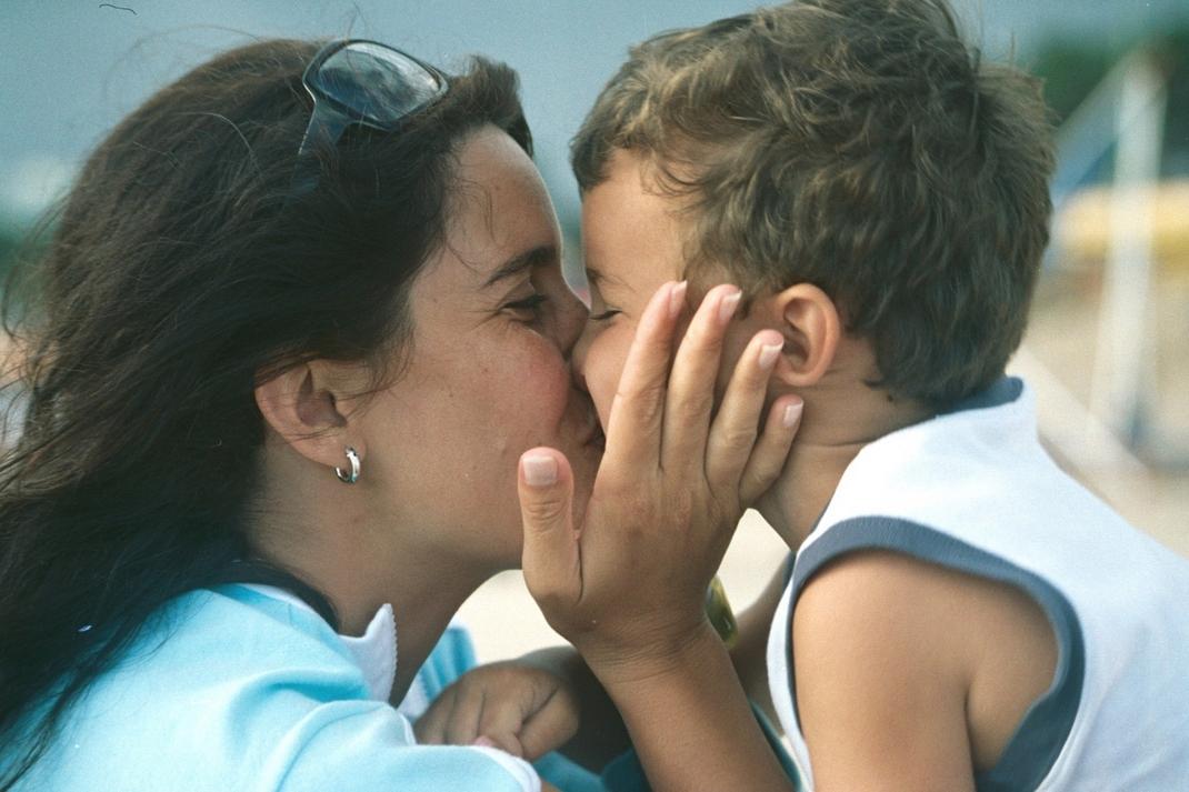 mom-s-love-1572418-1599x1066